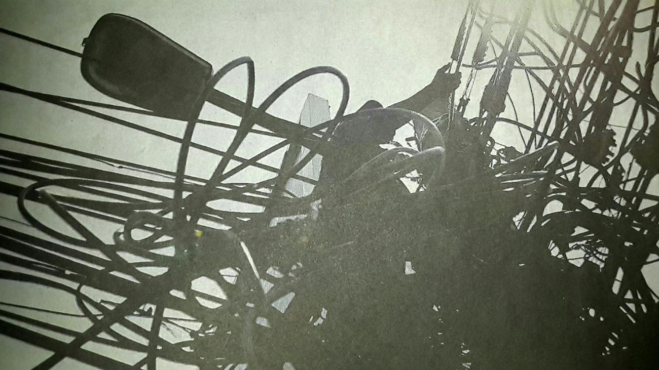 "Capturing original picture (Kompas/Totok Wijayanto) on page 20th of Kompas Daily Newspaper (10/15/15) had titles ""Merawat Jaringan Kabel Listrik"". Petugas Merawat Jaringan Pekerja Kabel Listrik"