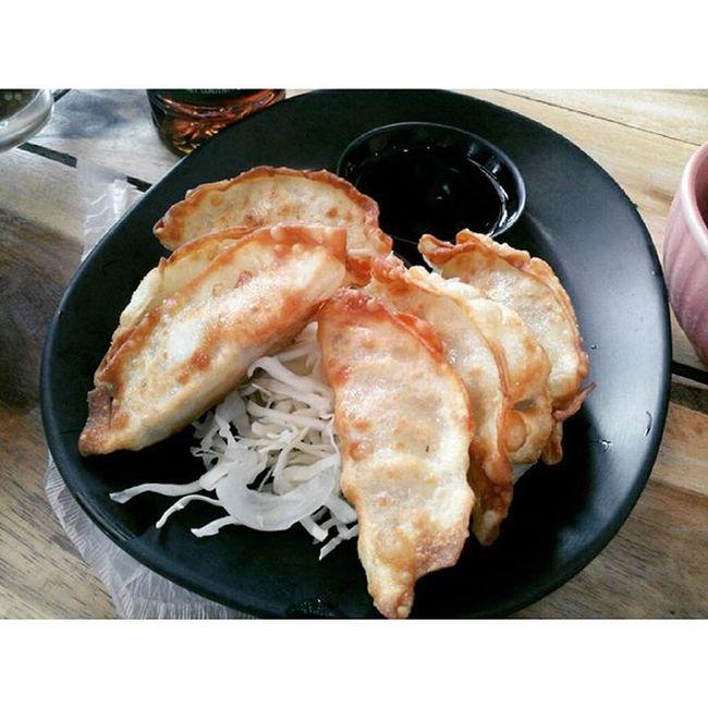 เกี๋ยวซ่าาา บอกตรวไม่ใช่สายนี้เเต่เเป้งบางเนื้อเเน่นอร่อยยย Reviewkorat Review Food Thailand
