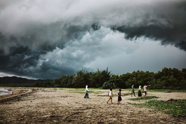 something's gathering up there ⛈ those impressive clouds and storms somehow make me love the rainy season Weather WeatherPro: Your Perfect Weather Shot Clouds And Sky Clouds Cloudporn Grey Sky Storm Storm Cloud Gathering Rainy Days Rainy Season Beach Beachphotography Beach Photography People Travel Photography Traveling ASIA INDONESIA Java The Great Outdoors - 2016 EyeEm Awards People Together