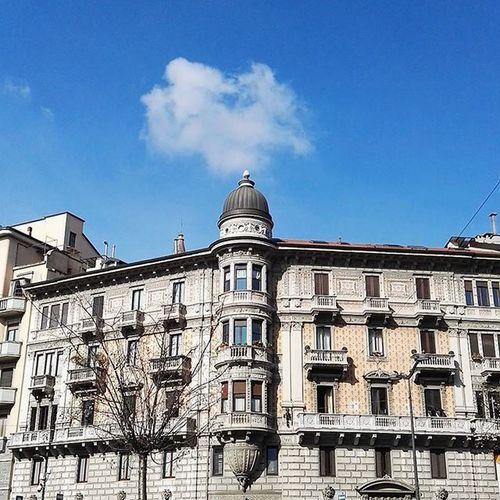 Lazy saturday and sunny Milan ☀☁☀ Milano Milan Italy Italia Architecture Bluesky Ig_milano Ig_milan Travel Travelitaly Spring