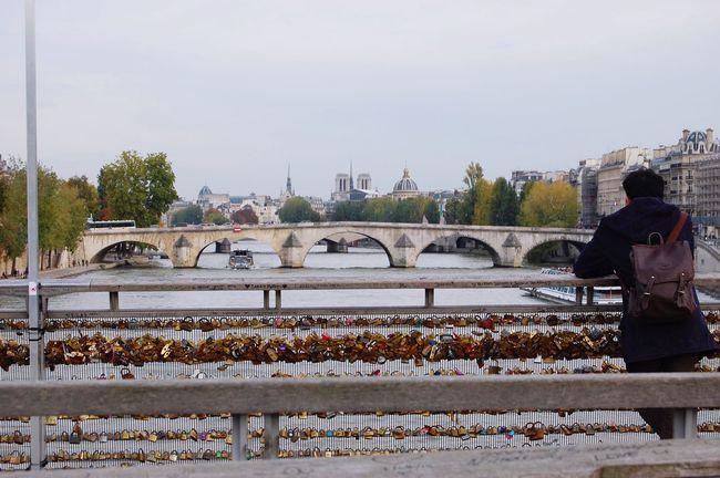 Amour Lifestyles One Person Real People River City Bridge - Man Made Structure Pont Paris La Seine Cadenas