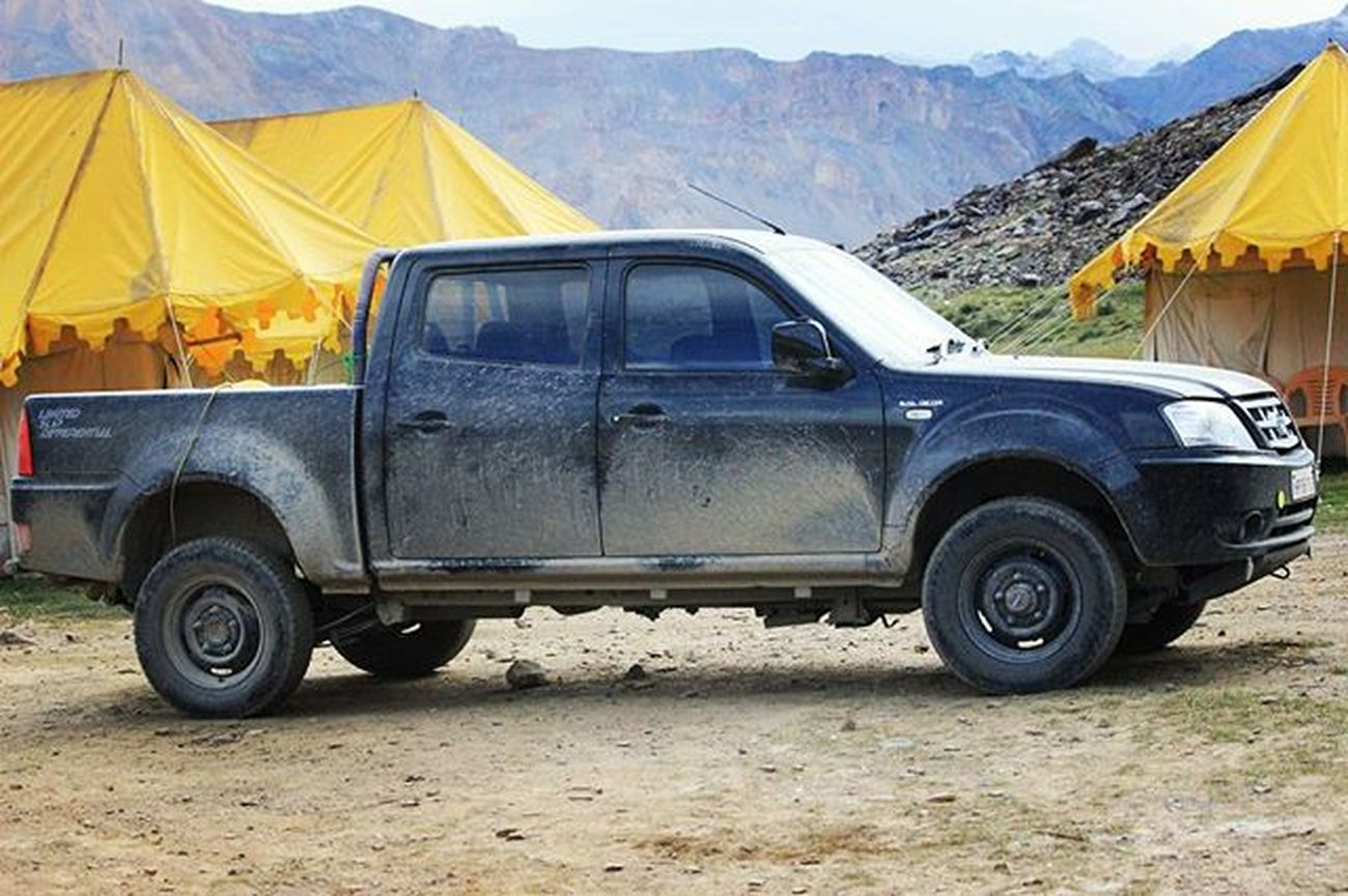 The perfect off roader Xenon Mahindra 4x4 4x4life Sarchu Dirt Roadtrip Cargasm Lifewelltravelled Offroad Instacar Carwithoutlimits Carsofinstagram