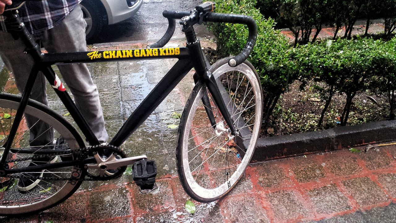 The chain gang kids Fixie Fixieporn Fixie/fixed Gear Fixed Bike Bicycle Transportation Mode Of Transport Pedal Outdoors Rainy Day CDMX ❤ Cdmx Cdmx2016 Bicycle Parts City Life Mexico City