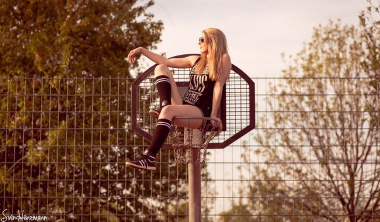 Chilln mal anders 😉 Girl Me Shooting Outdoorshooting Sommer Basketball Basketballkorb Zufrieden Sport Freizeit