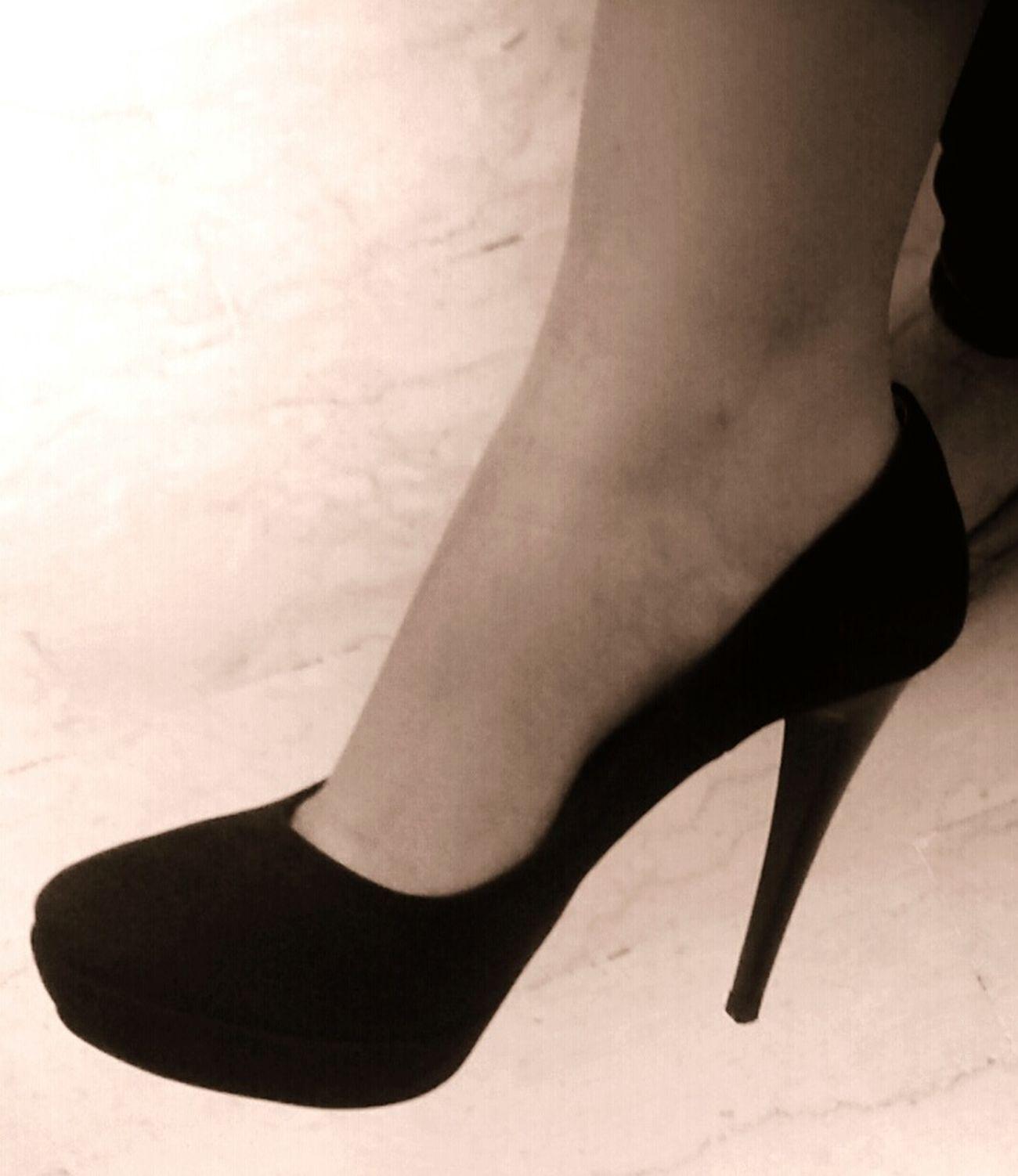 Hi! Taking Photos That's Me Sensualgirl Model Pose Sicilian Girl Fitting Room Feetlove Feet Feetselfie Heels Heels Heels Shoes Sexyfeet Sexyness Sexyshoes Sexyheels Elegant