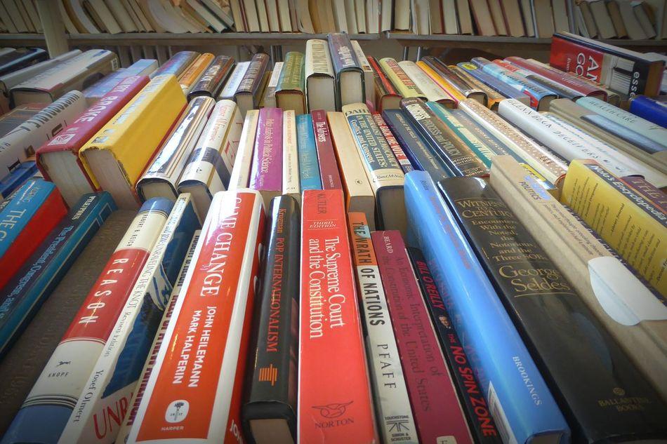 Books, people do still read. Books Book Booklover Bookworm Bookphoto BookLovers Bookaholic Read Reading Reader Abundance Abundance Of Colors Colorful