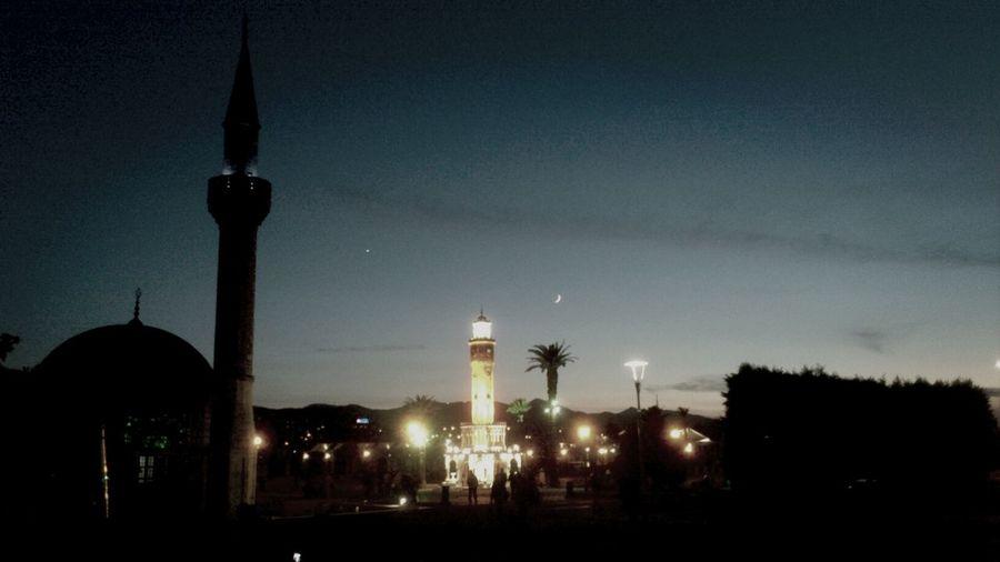 Muhteşem üçlü bir arada! Saat Kulesi.. Cami.. Ay-Yıldız :))