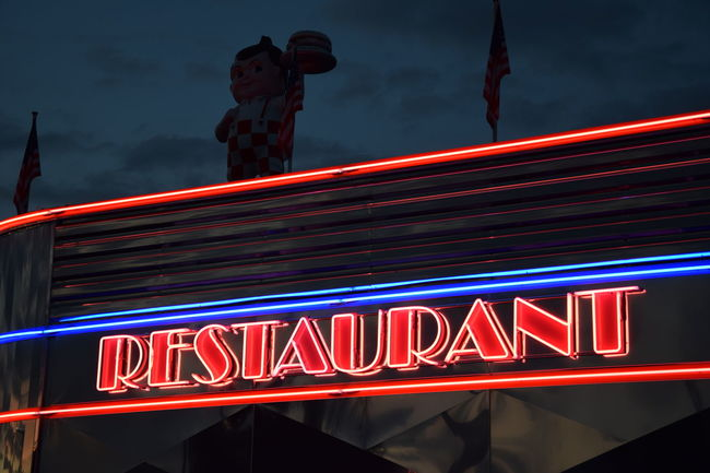 sixties restaurant Burger Cloud - Sky Communication Famous Place Gate History Illuminated Low Angle View Neon Light Night Outdoors Red Restaurant Sign Sixties Sky Symbol Text Tourism Vibrant Color Western Script