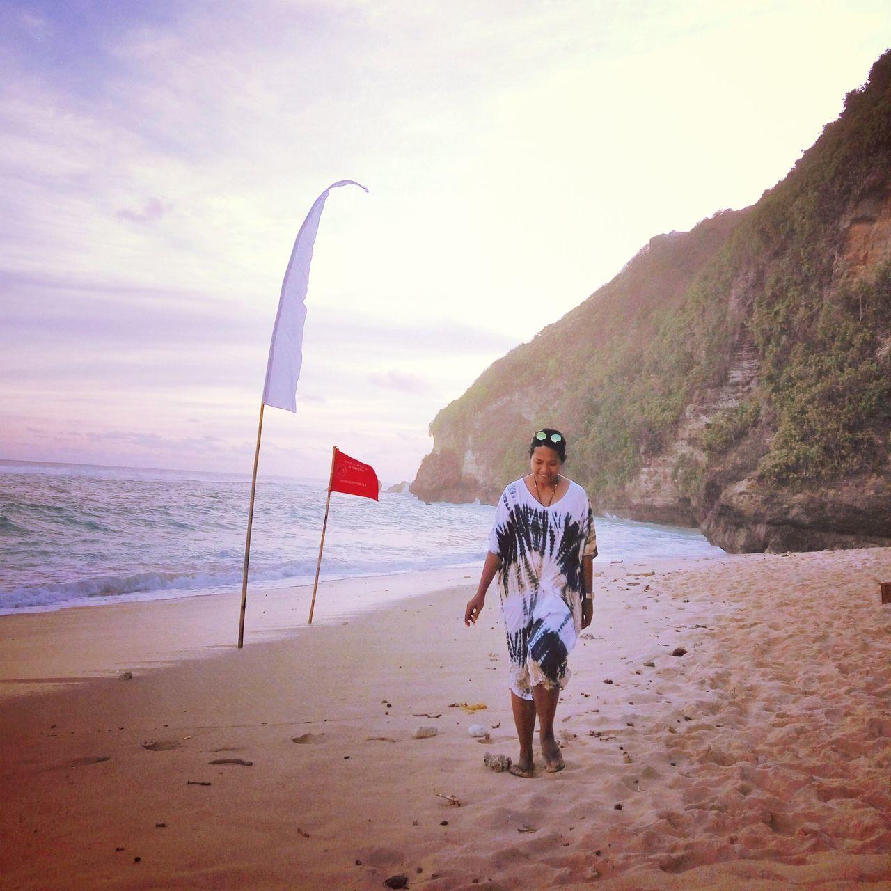 Relaxing Enjoying Life Bali Beach Bali INDONESIA Baliocean Beachwalk Yolo Naturelovers