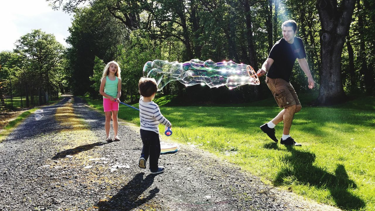 The Magic of Bubbles Fun Motion Playing Childhood Enjoyment Bubbles Togetherness Joyful Carefree Happiness Family Bubble Wand Bubbles ♥
