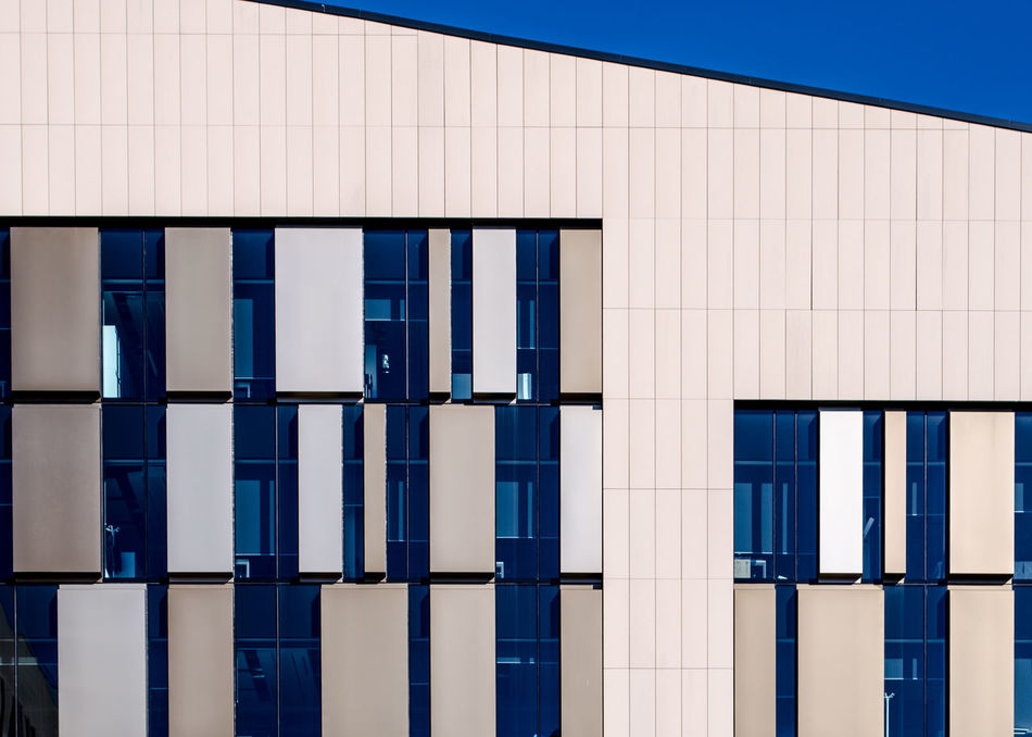 modern facade in scotland Architecture Architecture Block Of Flats Building Building Exterior Built Structure Contemporary Contruction Exterior Fade Façade Flat Frame Futuristic Modern Outdoors Pattern Scotland Skyscraper Street Street Photography Streetphotography Urban White Window