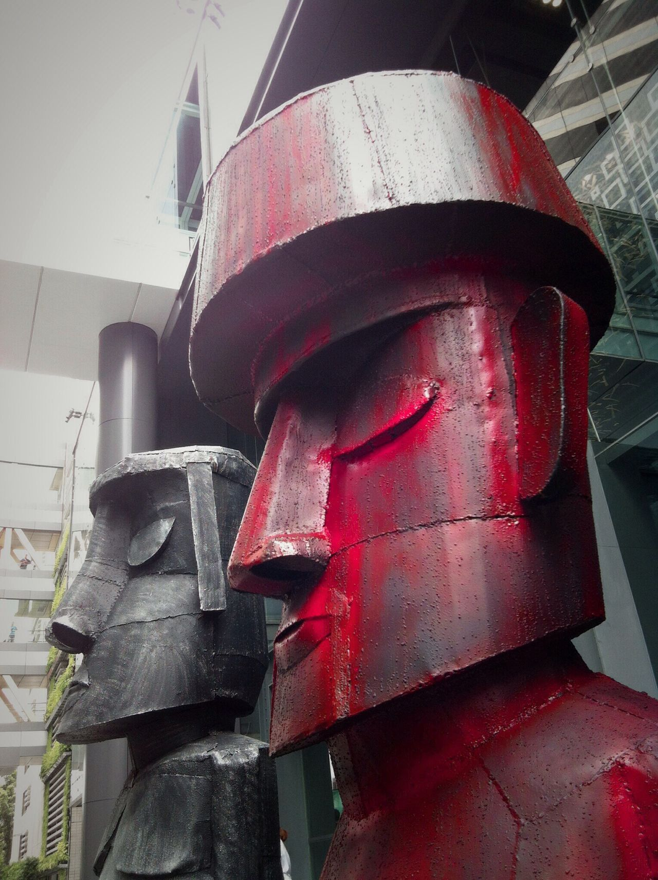 TakeoverContrast Recycled Art Metal Art Sculpture Moai Monochrome Red Only At Shopping Complex