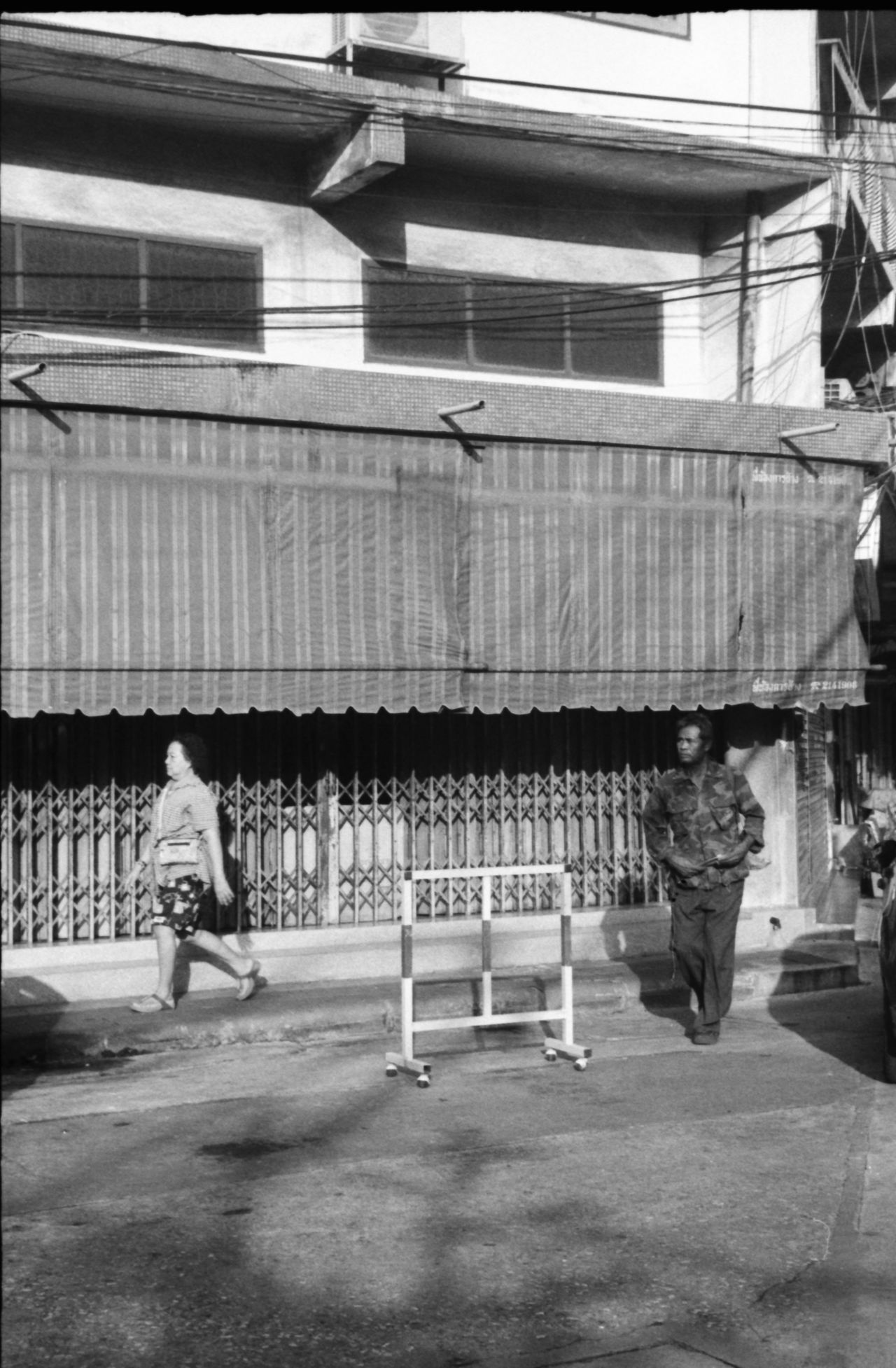 shades of bangkok 35mm Film B&w Street Photography Bangkok Black And White Building Facade Candid City Life Copy Space Film Photography Filmisalive Filmisnotdead Monochrome Shadow And Light Sidewalk Street Photography Streetphotography Strideby Thailand Thailand_allshots Two Adults Two People Urban Lifestyle
