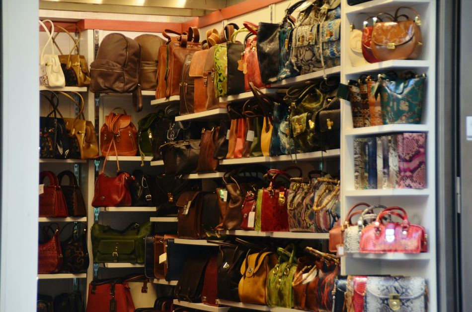 Shopping Street Leather Bag Leatherbag Italianleather Florence Italy Italy🇮🇹 For Sale Choice Retail  Store Shelf Handbags