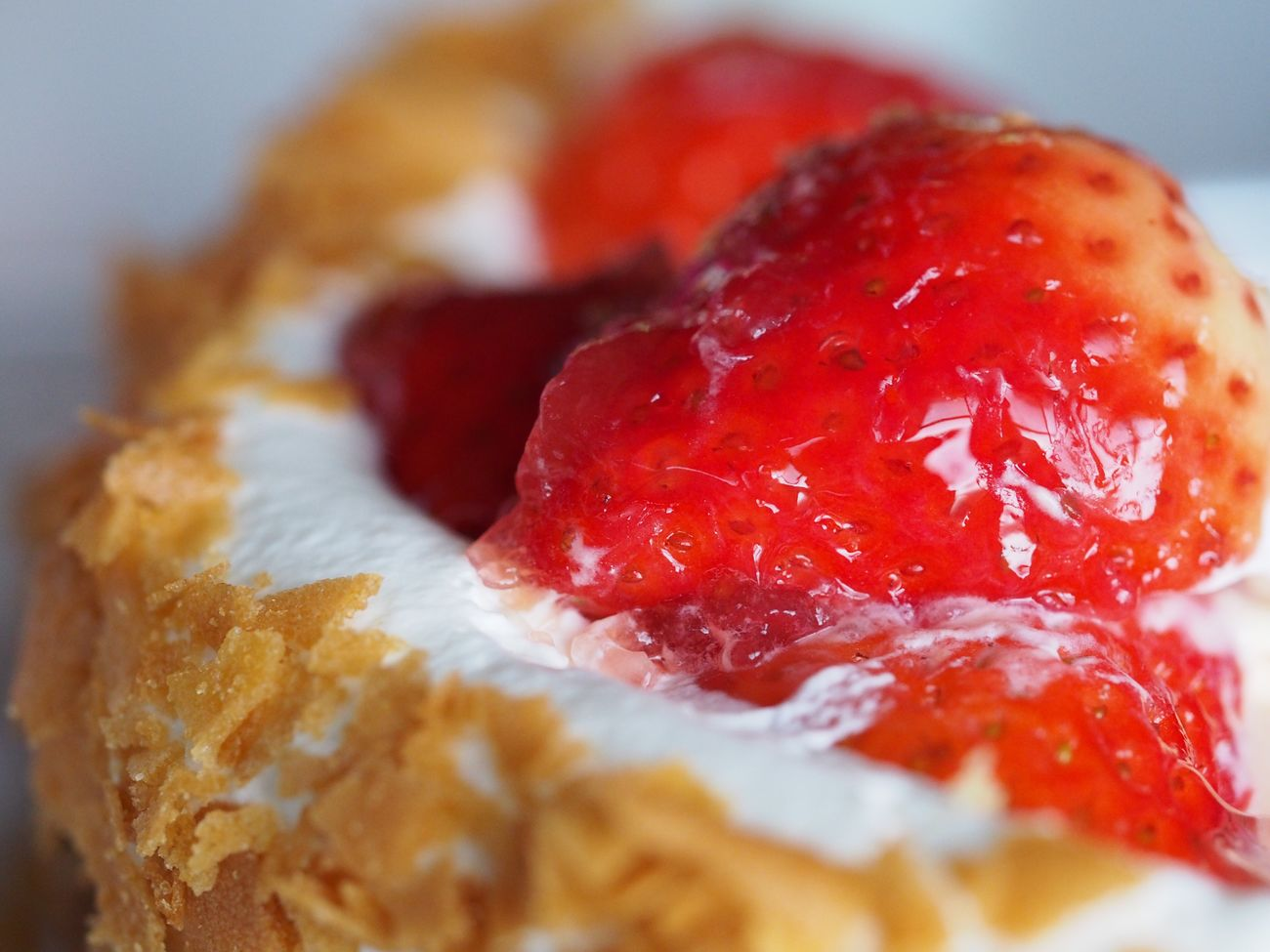 お父さんに内緒で母と姉と自分とで食べたいちごタルト🍓 イチゴタルト ケーキ いちご マクロレンズ マクロ Strawberry Tart Cake Strawberry Macro Lens Macro OlympusPEN