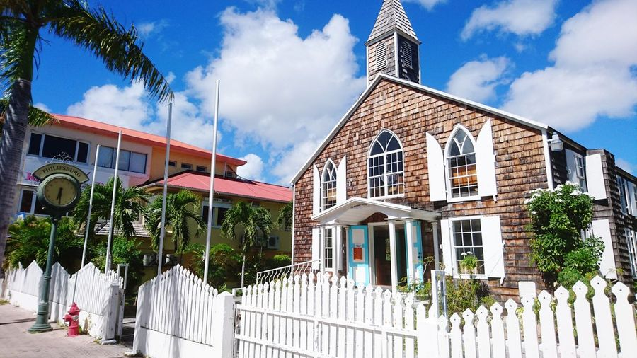 Church, green clock and red hidrant. Philipsburg, St. Martin, Caribbean. Cloud - Sky Building Exterior Architecture Multi Colored Blue Tree Sky Hidrant Travel Destinations Philipsburg Green Clock Clock Arts Culture And Entertainment Malephotographerofthemonth History Sony Sony Xperia Sony Xperia Photography. Photography Caribbean Sint Maarten Photographer Travel Red Architecture_collection