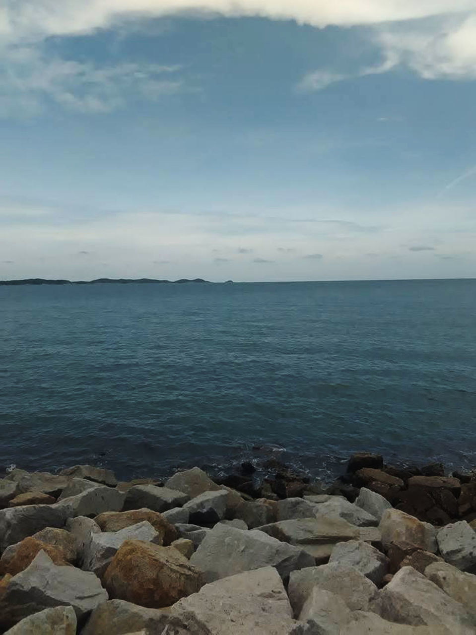 sea, water, nature, tranquil scene, scenics, tranquility, beauty in nature, horizon over water, outdoors, sky, day, no people, rock - object, beach, pebble beach