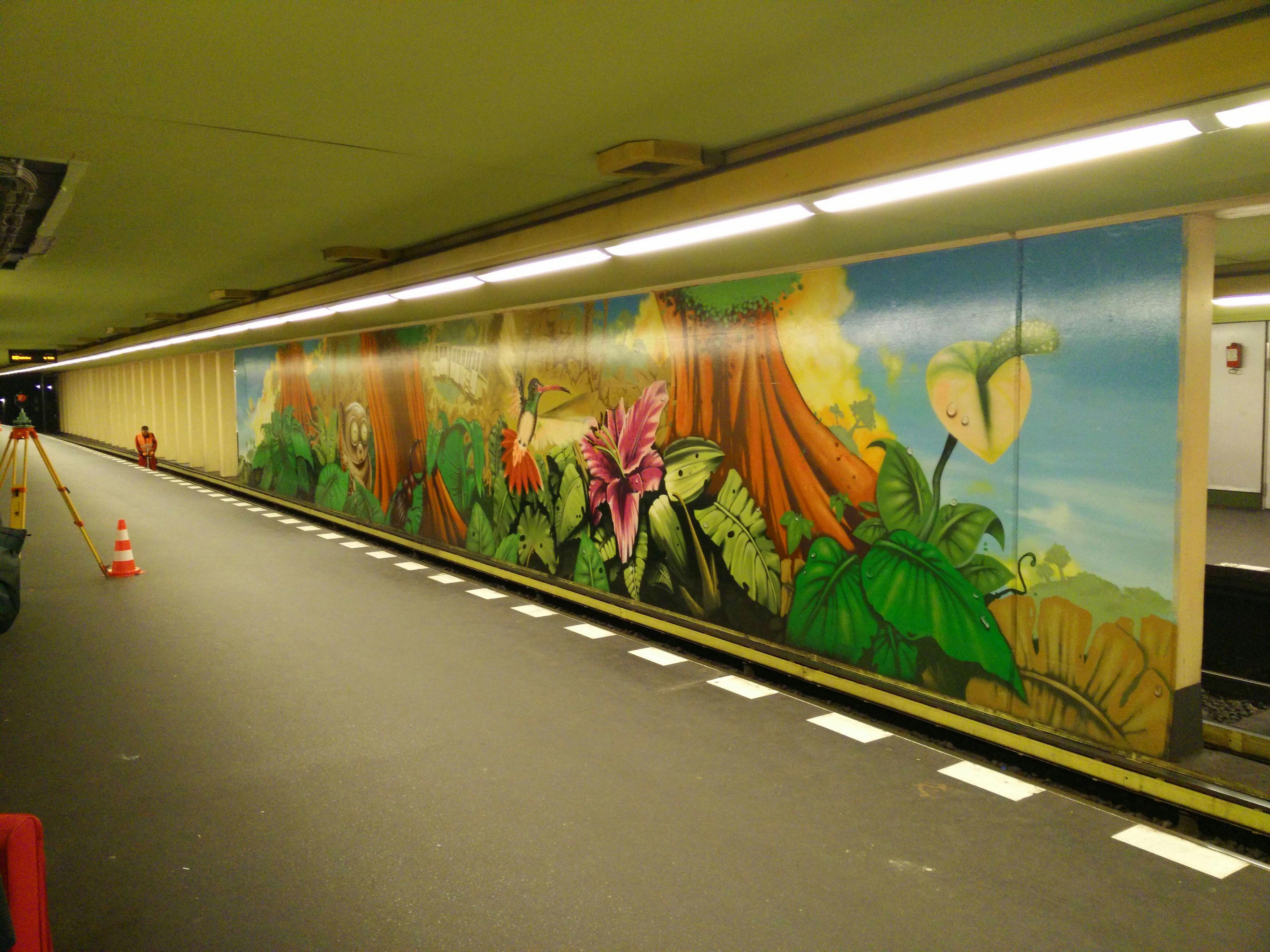 U~Bahn Subway Public Transportation Commuting Metro Station Wall Art Wallpainting