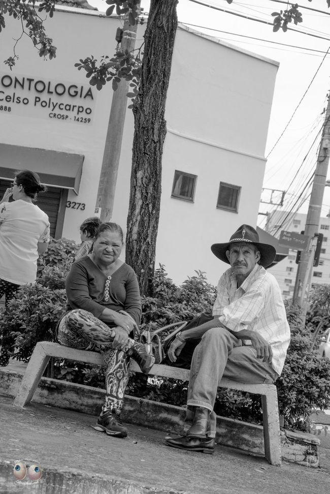 Fotografiaderua Streetphotography Fotodocumental Documentaryphotography Pb Pretoebranco Pessoas Personagens Poeticadacidade Victornatureza Vitaonatureza Olharnatural