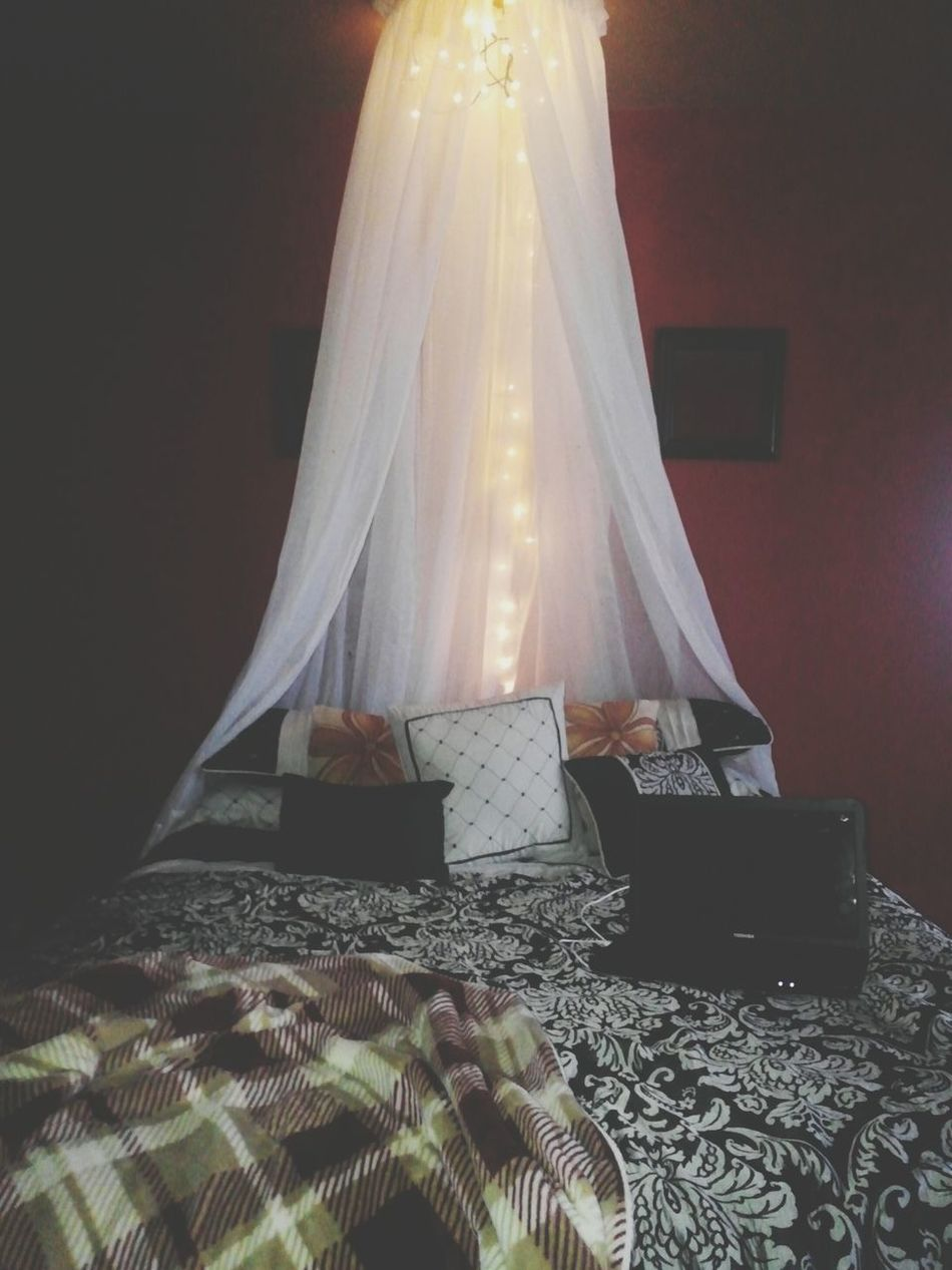 This is where i will be spening my sunday. ?????? Watchingnetflix Mybeautifulbed Thrown 👑