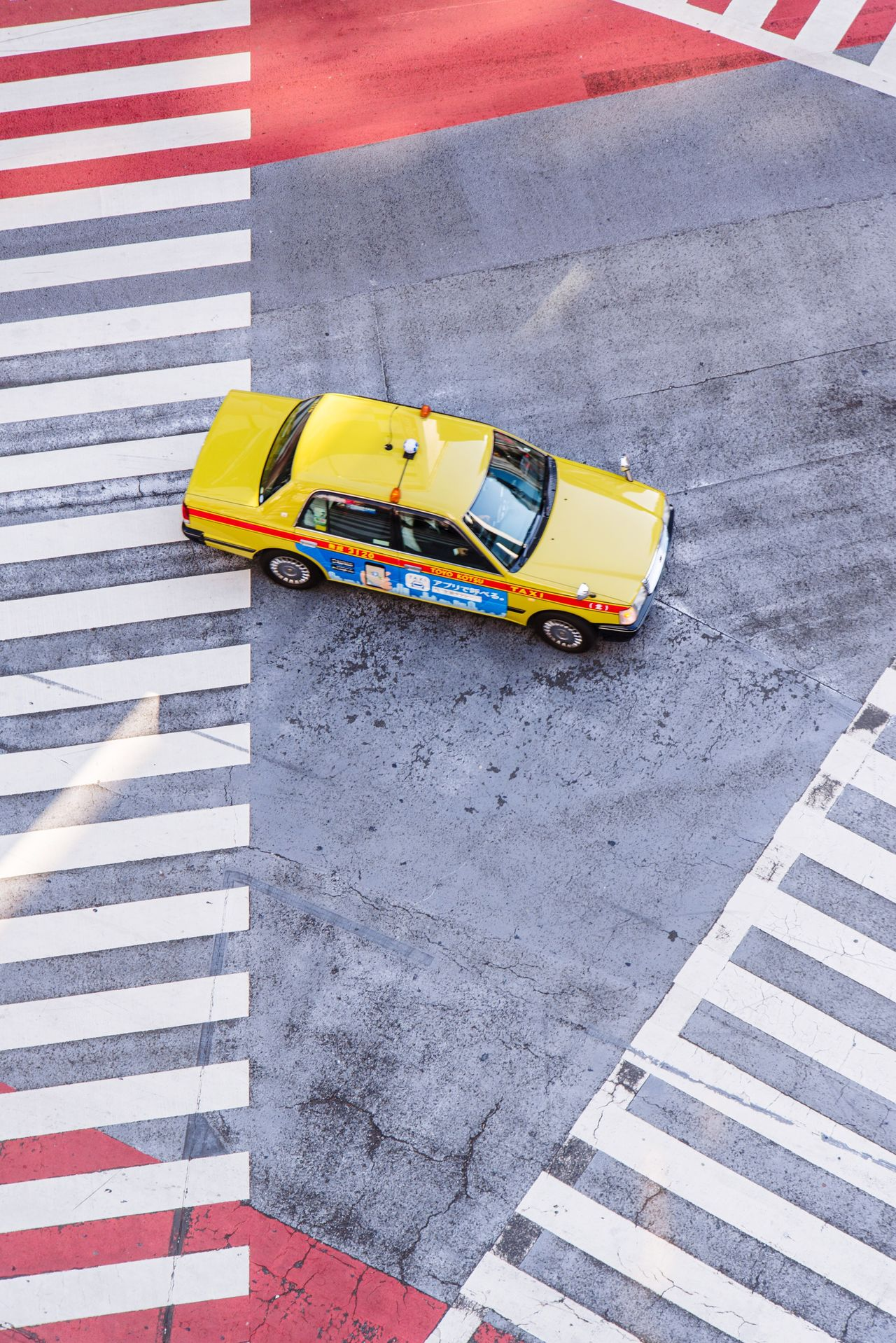 Yellow taxi Yellow Taxi Street Land Vehicle Transportation Car Streetphotography Urban Road City Life City Street Aerial View Cityscape Minimalist Minimal Minimalism Minimalobsession Tokyo