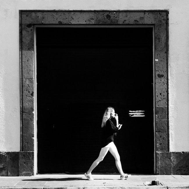 Streetphoto_bw Blackandwhite Photography B&w Street Photography Streetphotography_bw Blackandwhite Monochrome Black & White Street Portrait Streetphoto Street Life Streetphotography Street Photography Street Photo