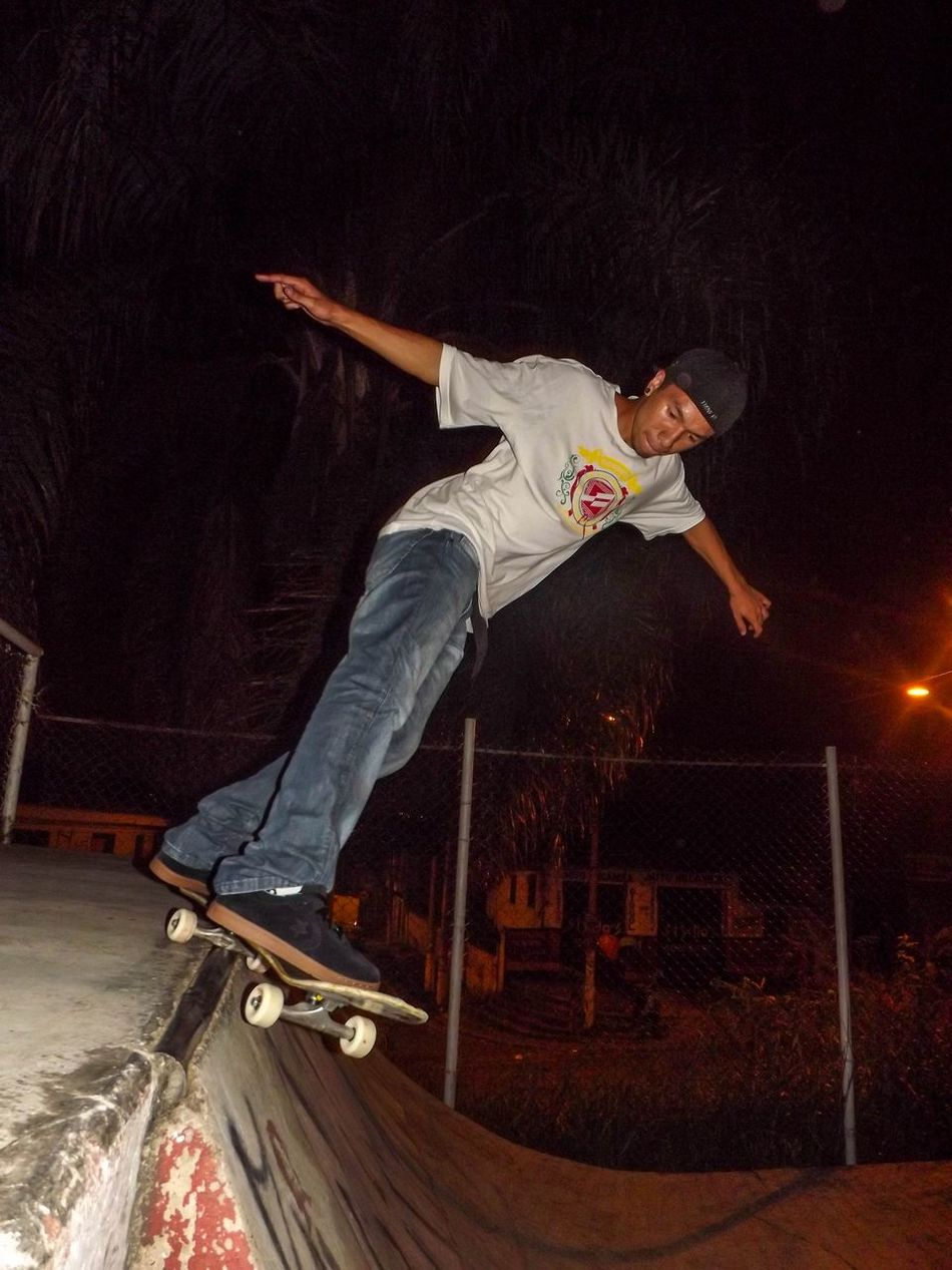 Photo: Josiel Tk. Atleta: Vinicius Cavalcante(Japa). Manobra: Smith. Skateboard Skste Photography Skatelife Skate♥ Skate Love Skateboarder Skate Or Die Skate Boy Photography
