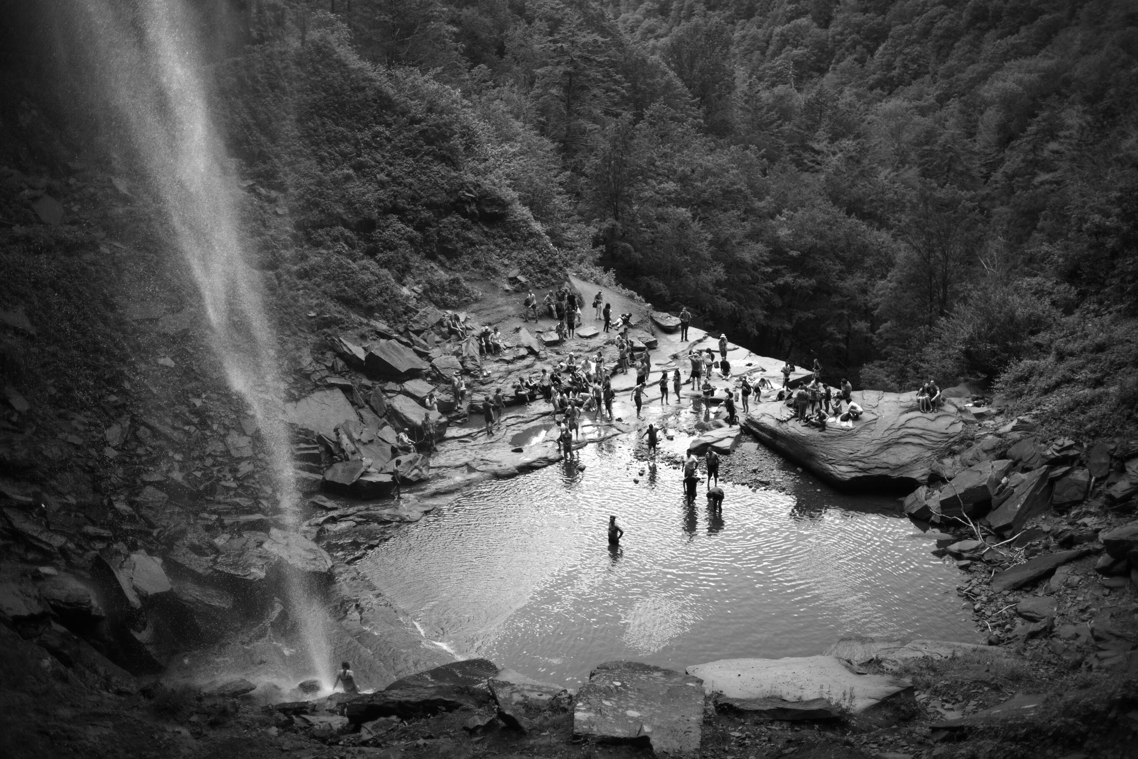 nature, water, high angle view, real people, leisure activity, large group of people, day, beauty in nature, outdoors, physical geography, scenics, tree, vacations, mountain, waterfall, hot spring, people