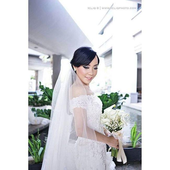 The beauty of @yuanitan Captured @har7awan for Icliqphoto Wedding gown @yumikatsuraindonesia Brushed @adelemakeup Organised @delfiorganizer