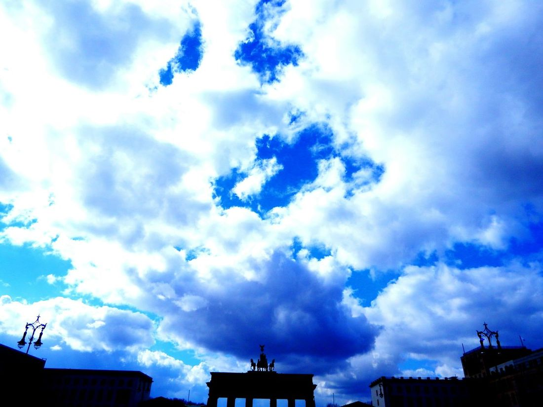 Brandenburger Tor Berlin Clouds And Sky Amazing View Capitolcity Check This Out Starting A Trip Enjoying Life Streetscape Cloudsporn