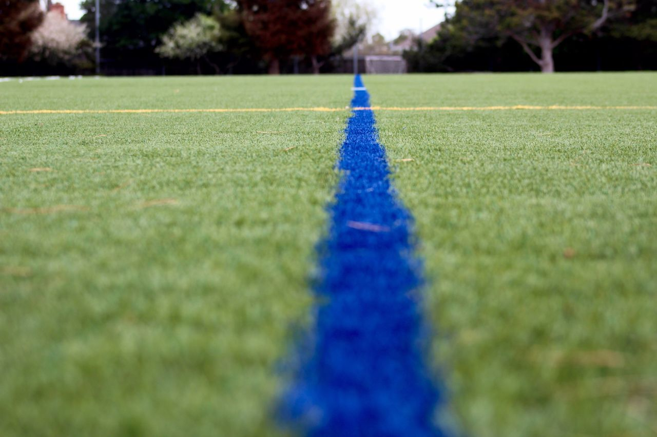 Hanging Out Field Blue Line Yellow Line Symetry Eyem Sports Photography Sports Photography Sport Enjoying Life