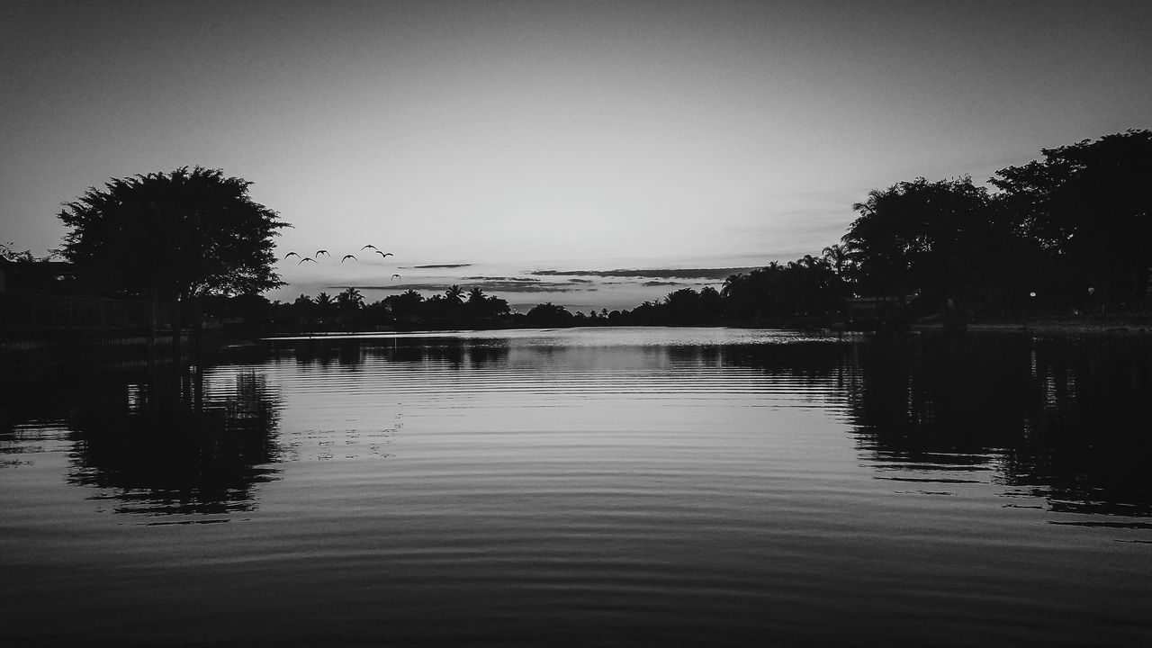 Masstrom Photography Black And White Black And White Photography Black And White Collection  Black And White Sunset Lake View Lakelife Reflection Water Sky Nature Lifestyle Tranquility Eyeemphoto Finerthings EyeEm Daily Nature Beauty In Nature Togetherness Simple Beauty