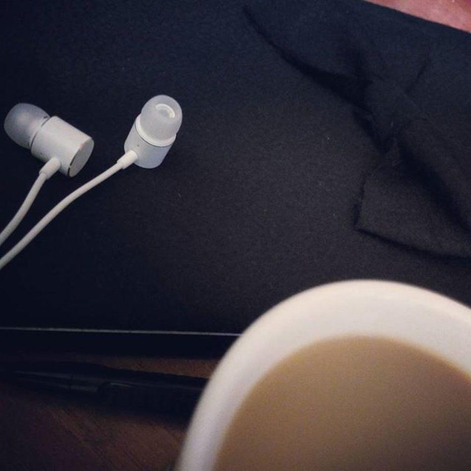Yazmak güzel şey be azizim... 😊 Yaz Yazmak Siir Hikaye İlim Kahve Nasheed Bir Pazar Akşamı 💗