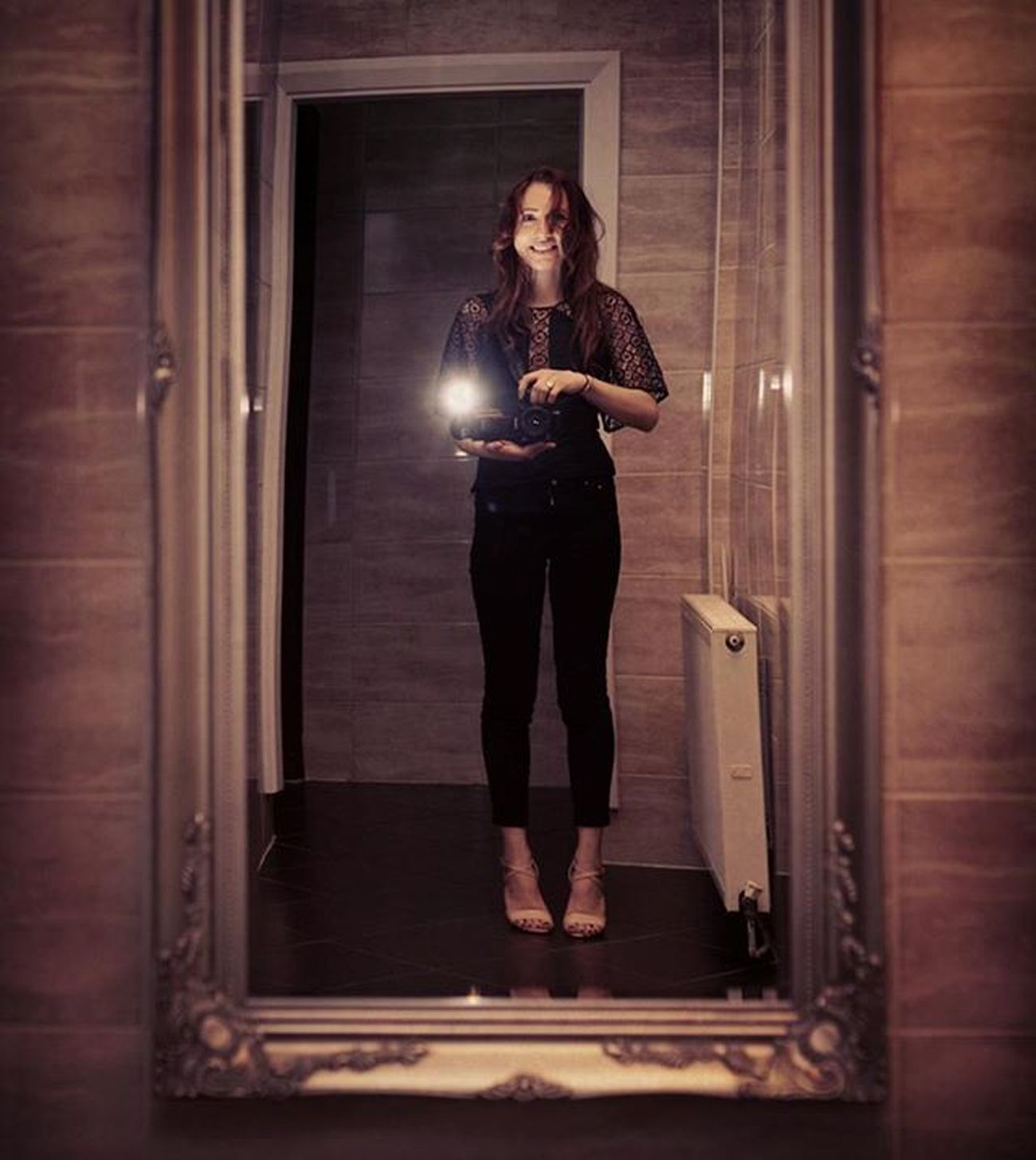 Mirror selfie it's not my style but sometimes I do it😂😂😂 Photography Artist Selfie Photography London Love Lifeisgood Photographerlife Romantic Sonya7m2 Sonya7 Zeiss Sony MyArt Vintage Old Love Look