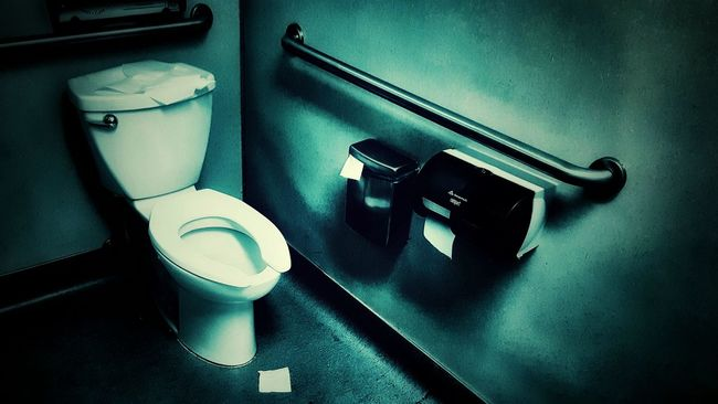 Open Edit Bathroom Toilet Restroom Rest Room Bath Room Indoors  Plumbing Green Color Blue Color Vintage Messy No People Light And Shadow Shadow And Light Hanging Out Taking Pictures Colour Of Life Interior Style Pivotal Ideas Color Palette Monochrome Monochromatic Experimental Photography From My Point Of View