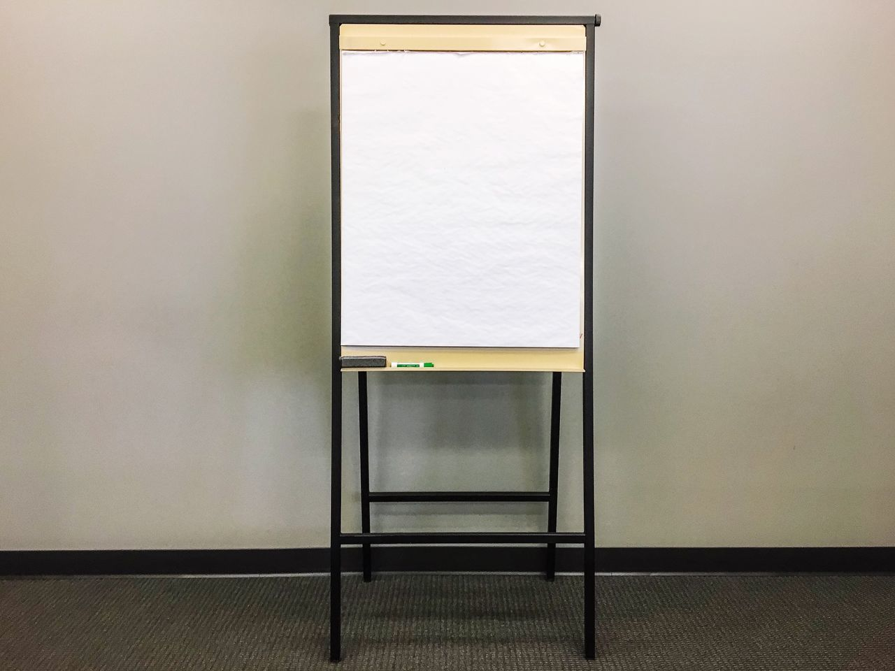 Indoors  No People Architecture Instructing Artist Simple Teaching Presentation Making Goals Planning Ahead Making Plans Meeting Room Office Meetings Draw Draw Up Plan Planning Start From Scratch Blank Canvas Blank Space Blank Paper Easel Close-up Education