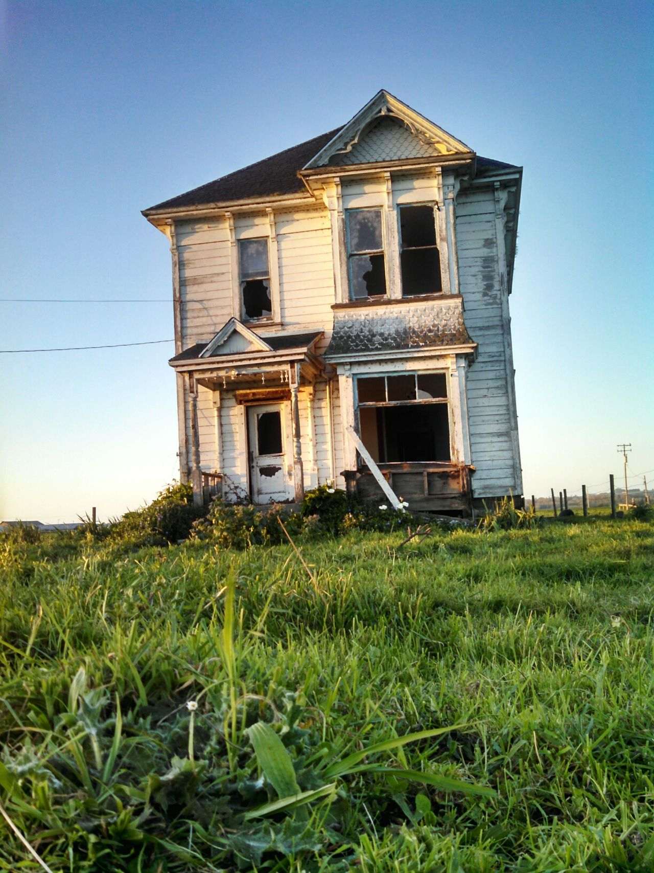 "In honor of this classic, that is no more Taking Photos Check This Out Enjoying Life Things I Like Exploring Mylife Run-down Abandoned Delipitated Abandoned Places Classic ""The Architect - 2015 EyeEm Awards Leftbehind Forgotten Oldfarmhouse Victorian Architecture Smartphonephotography Motorola Lobuephotos Eyemtravel Mobile Photography"
