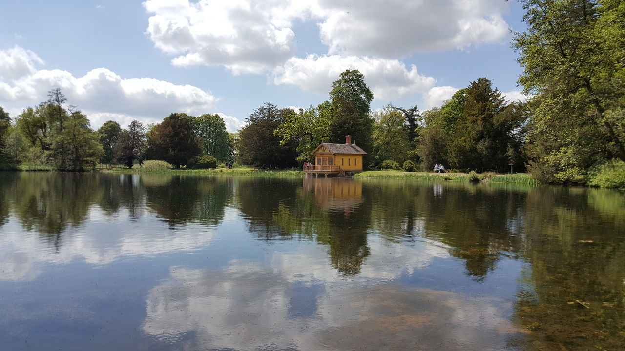 Spent a lovely few hours strolling around Belton House on Sunday, it was a beautiful day...💙 Beautiful Day Beautiful Check This Out Enjoying Life Hanging Out From My Point Of View Streamzoofamily EyeEm Nature Lover Tranquility Nature_collection Nationaltrust Reflection Spotthebench