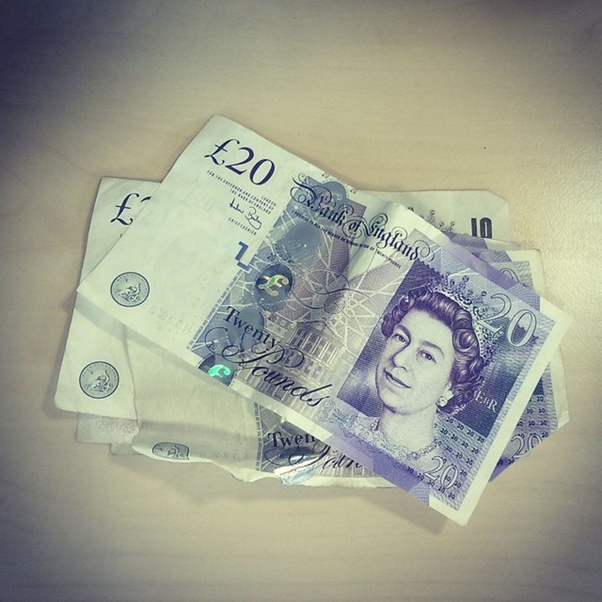 Ton. Had a bet at the start of the season with my head of dept over Arsenal or Spurs winning some silverware. Forgot all about it. He's only gone and paid up today. THIS IS LIKE WINNING THE CUP ALL OVER AGAIN. 100 Uta FOYS