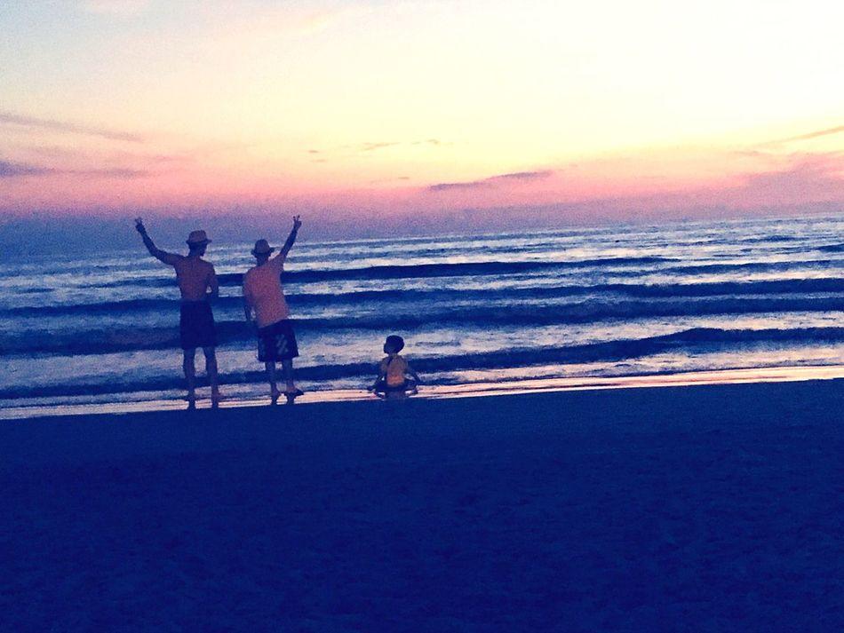 Sunset Cousins  Sea Beach Horizon Over Water Real People Lifestyles Men Sky Vacations Disfrutando De La Vida