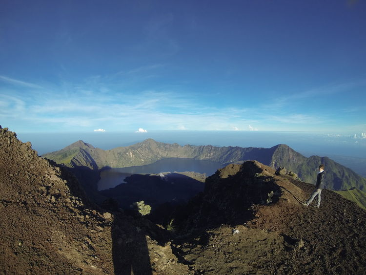 Top of the world ! Rinjanimountain Rinjani National Park Volcano Volcanic Landscape Indonesia_photography Lombok-Indonesia Lombok Island 3800m Travel Vacations Landscape Mountain Sky Beauty In Nature Outdoors Lake View Peaceful Place Top Of The Mountain Trecking Rando Travel Photography