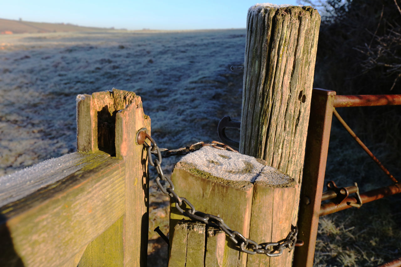 A little happy post. Close-up Day Drawn Field Frosty Gateway Happy Nature No People Outdoors Post Sky