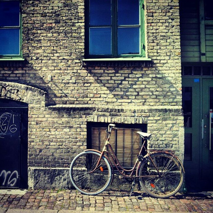 yet another #bicycle against a #wall #instadaily #webstagram #instagram #ig #instagood #instagramhub #instatalent #all_shots #instagrammers #instagrambest #instagain #igscout #scandinavia #igscandinavia #igersweden #igerssweden #Gothenburg #Göteborg #Sve Bici Instagood Bikesaroundtheworld Igscout Bicicleta Instagramhub Bicycle Webstagram Wall Instadaily Instatalent Gothenburg Instagain Sweden Instagrammers Goteborg Sverige Instagram Igerssweden Igscandinavia Bikeporn Igersweden Scandinavia Instagrambest All_shots Igersgothenburg Ig Igsweden