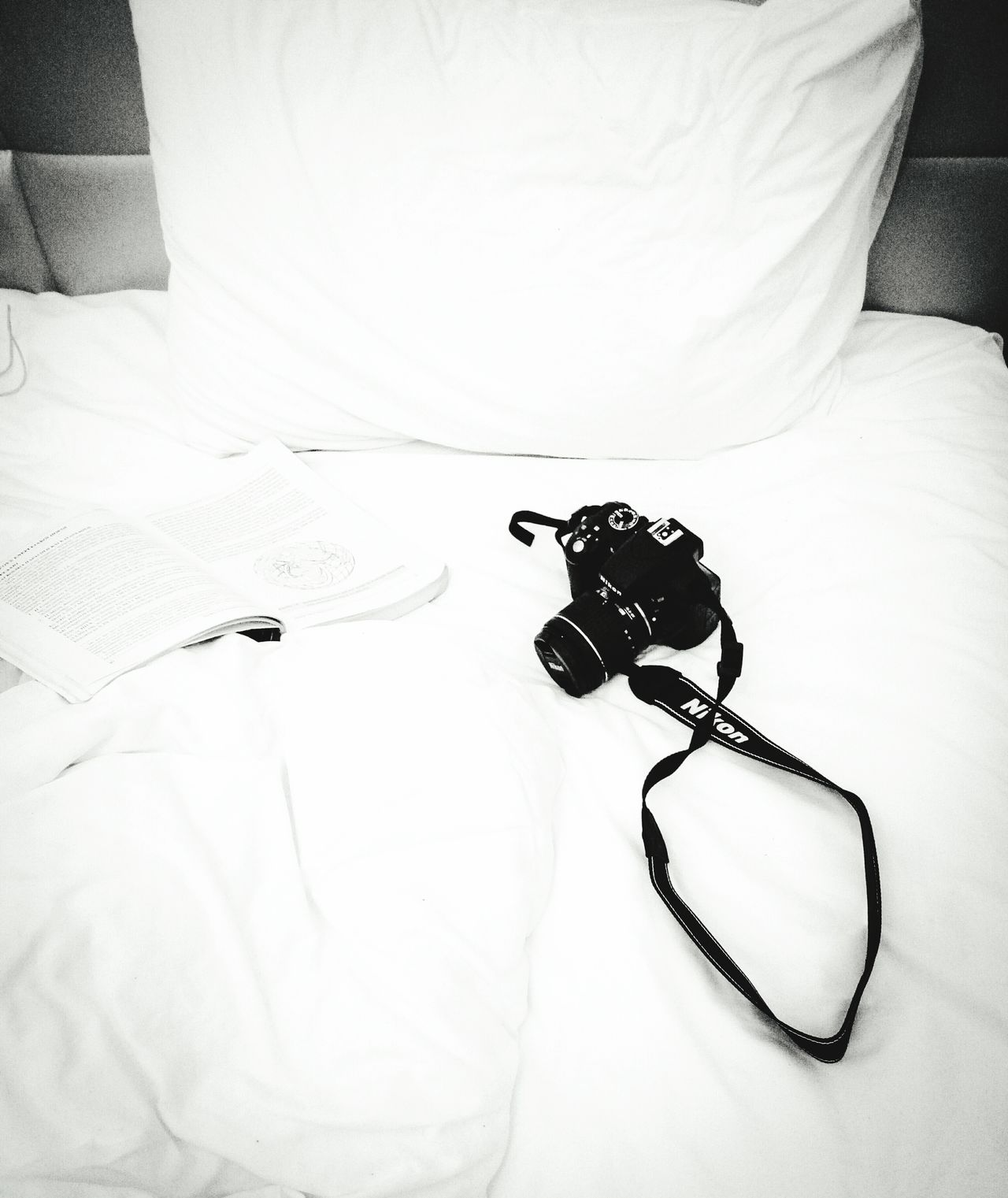 so i manage to buy a decent camera and i ll start using it instead of my phone!so happyLieblingsteil Indoors  Bed Close-up No People Camera Book Studying Chemistry Camera - Photographic Equipment My New Love ♡ Relaxing Moments Hotel Room Traveling