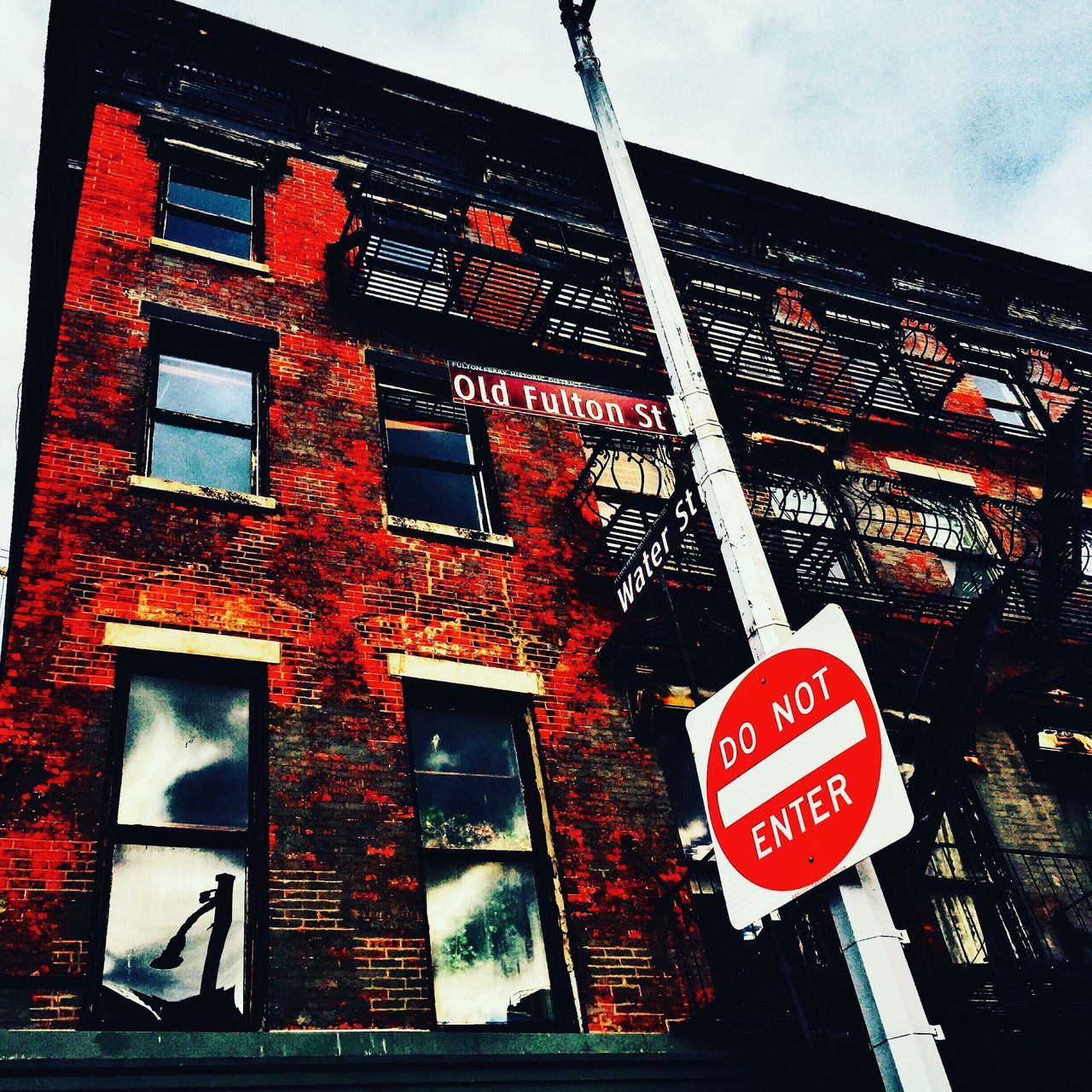 EyeEm No People Color Portrait Newyorkcity Architecture Photography Warning Sign Information Sign Low Angle View Sky Day Built Structure No Parking Sign Architecture Building Exterior Text Road Sign Communication Outdoors