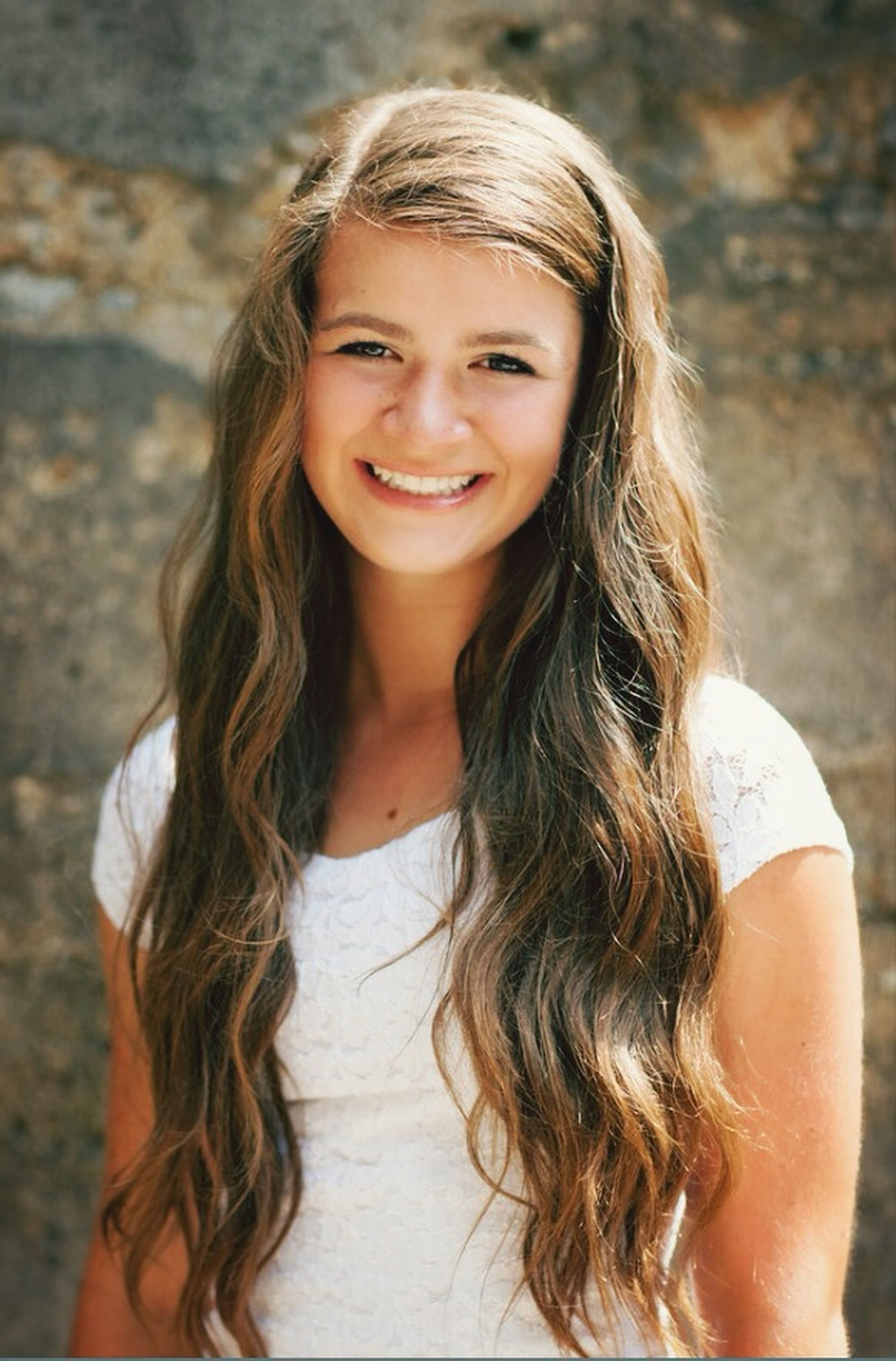 long hair, young women, person, looking at camera, portrait, young adult, lifestyles, smiling, leisure activity, happiness, brown hair, front view, blond hair, casual clothing, headshot, medium-length hair, focus on foreground