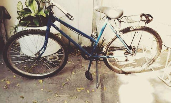 Este viaje llamado vida cada quien elige de que manera recorrerlo :') Lifeisbeautiful Bicycle Memories Capture The Moment Lifehistory