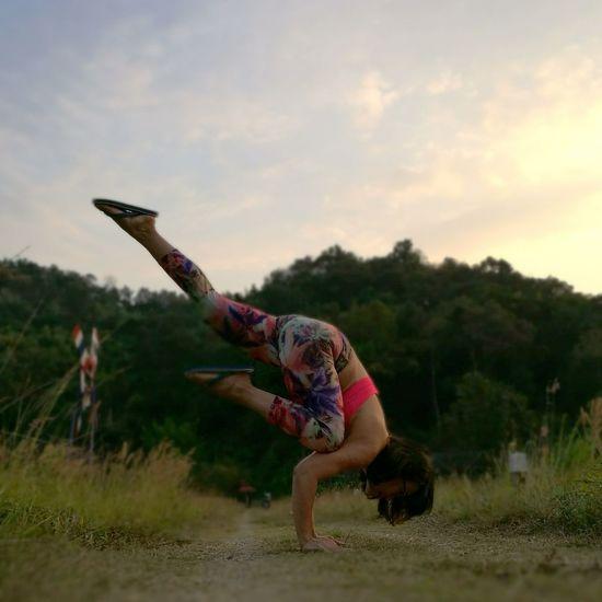 Exercising Healthy Lifestyle Flexibility Outdoors Nature Sky Landscape Day Yoga Pose Yoga Yogalife Yogainspiration Yogaeverywhere Yogapractice