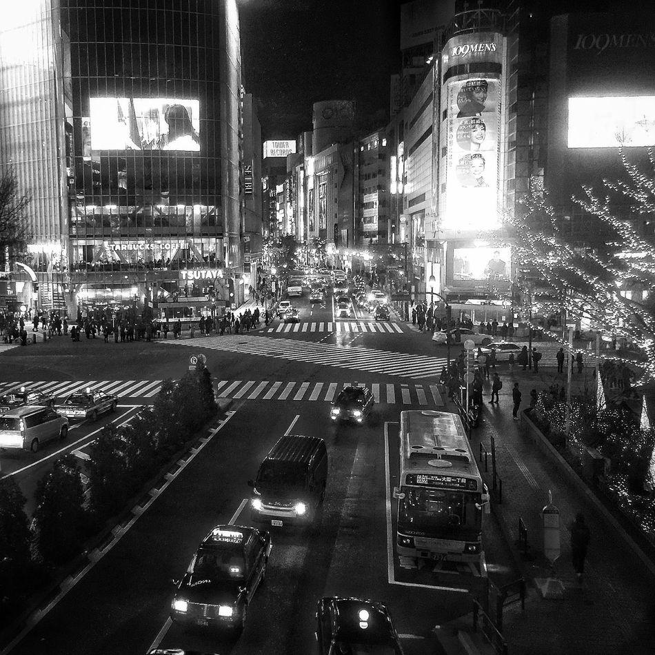 スクランブルロッケンロール♬ Shibuya 東京雑景 IPhoneography EyeEmBestPics Myfavoriteplace Monochrome Station