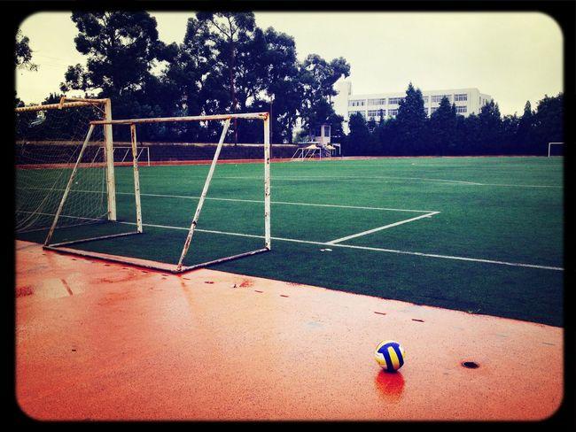 在学校操场踢球⚽️ School Enjoying Life